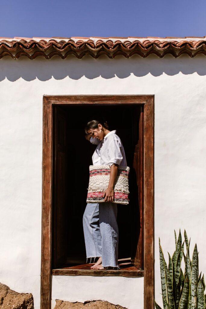 Cojín franjas multicolor, envío a Canarias